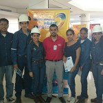 Estudiantes de la Carrera de Ing. Mecánica e Industrial presentes en la EXPOTEC acompañados de Felipe Ibarra de DANFOSS